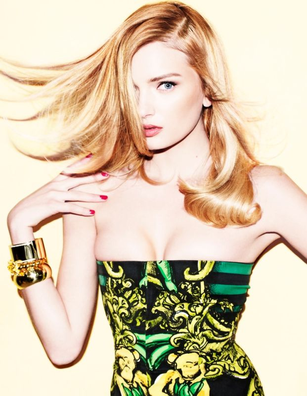 http://thefashionistoimages.com/rogue/front/lily-donaldson1.jpg